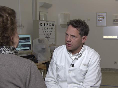 Aufgezeigt Wartezeiten Augenoperation Grauer Star