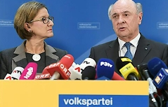 Johanna Mikl Leitner und Erwin Pröll