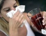 Frau Verkühlung Schnupfen Grippe