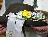 Tanzherrenhut mit Blumen