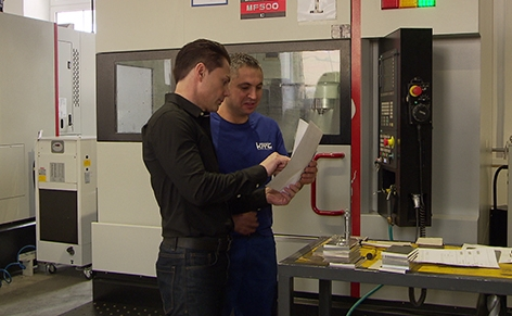Flüchtlinge Arbeit AMS KMT Metalltechnik
