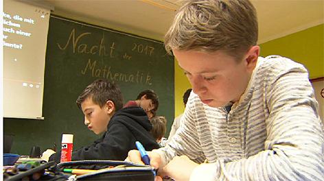 Lange Nacht der Mathematik Schule Klasse Rechnen Klassenzimmer Gymnasium Schüler