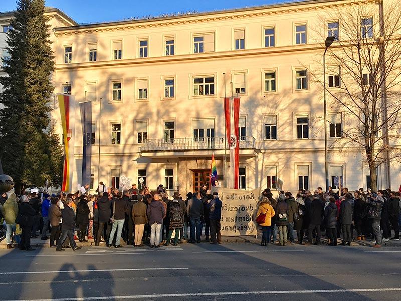 Demonstration Landesregierung Landesverfassung Studierende