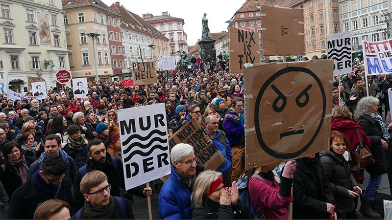 Protest Hauptplatz Graz Murkraftwerk