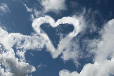 eine Wolke in der Form eines Herzens