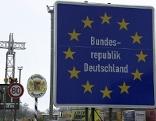 """Grenzschilder """"Bundesrepublik Deutschland"""" und """"Freistaat Bayern"""" an der Autobahn Grenze am Walserberg"""