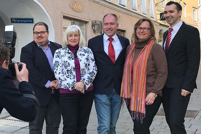 Das neue Team der SPÖ Hallein (v.l.n.r.): Klubvorsitzender Florian Koch, Stadtparteichefin Rosa Bock, Vizebürgermeister Alexander Stangassinger, Gemeindevertreterin Brigitte Mooslechner und der neue Stadtrat Josef Sailer