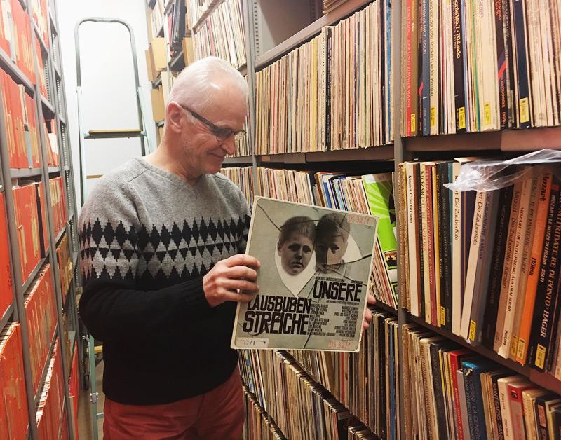 Michael Huemer im Schallplattenarchiv des ORF OÖ