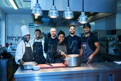 Team in der magdas Küche