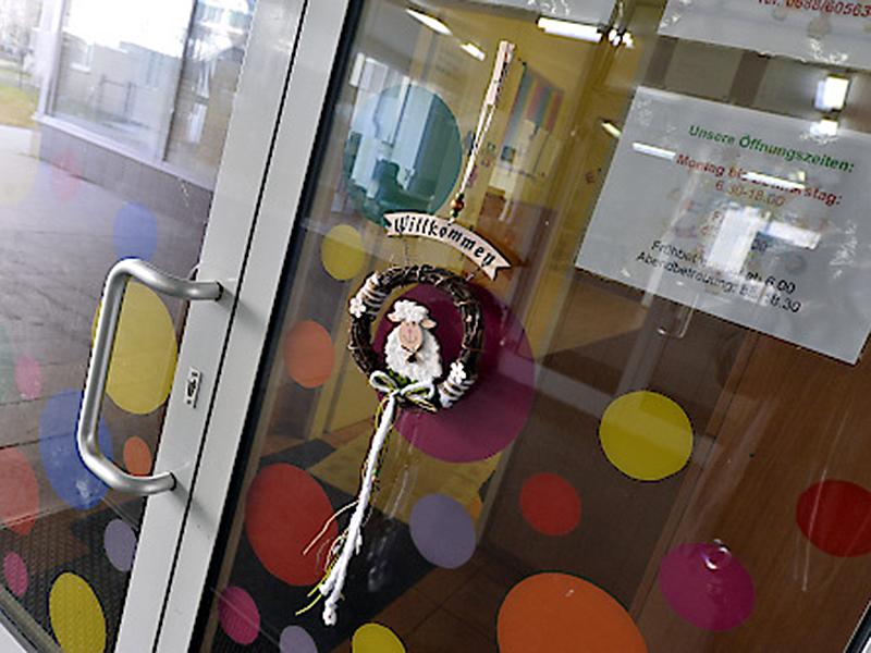 Eingangstür beim Kindergarten Oase