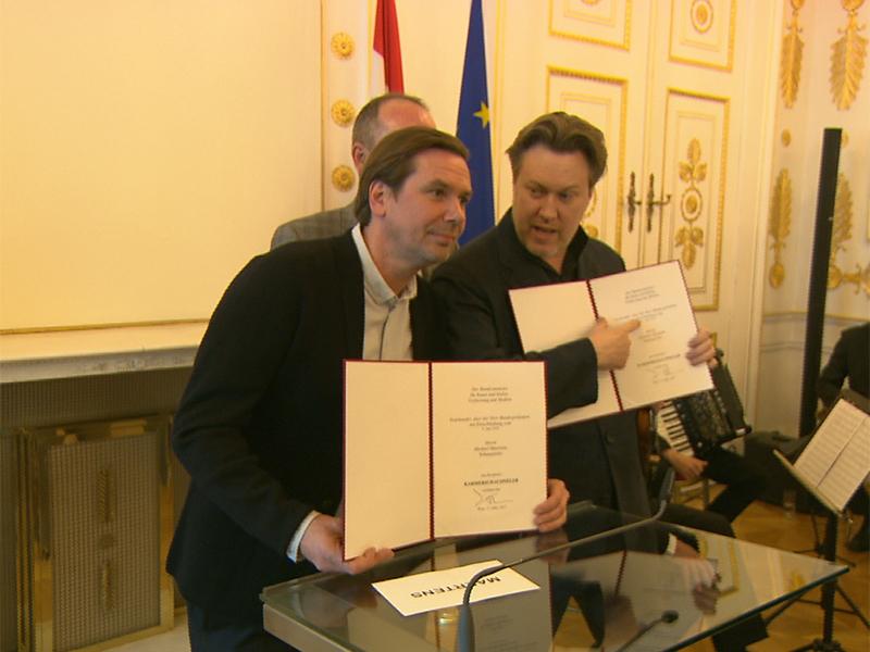 Die beiden Burgschauspieler Nicholas Ofczarek und Michael Maertens sind zu Kammerschauspielern ernannt worden.