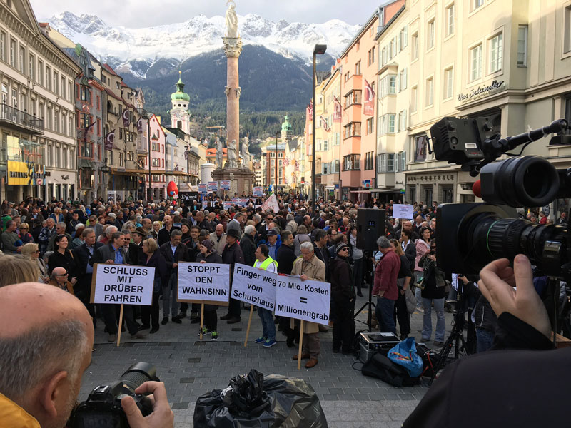 Demonstration in Innsbruck gegen den Neubau der Patscherkofelbahn