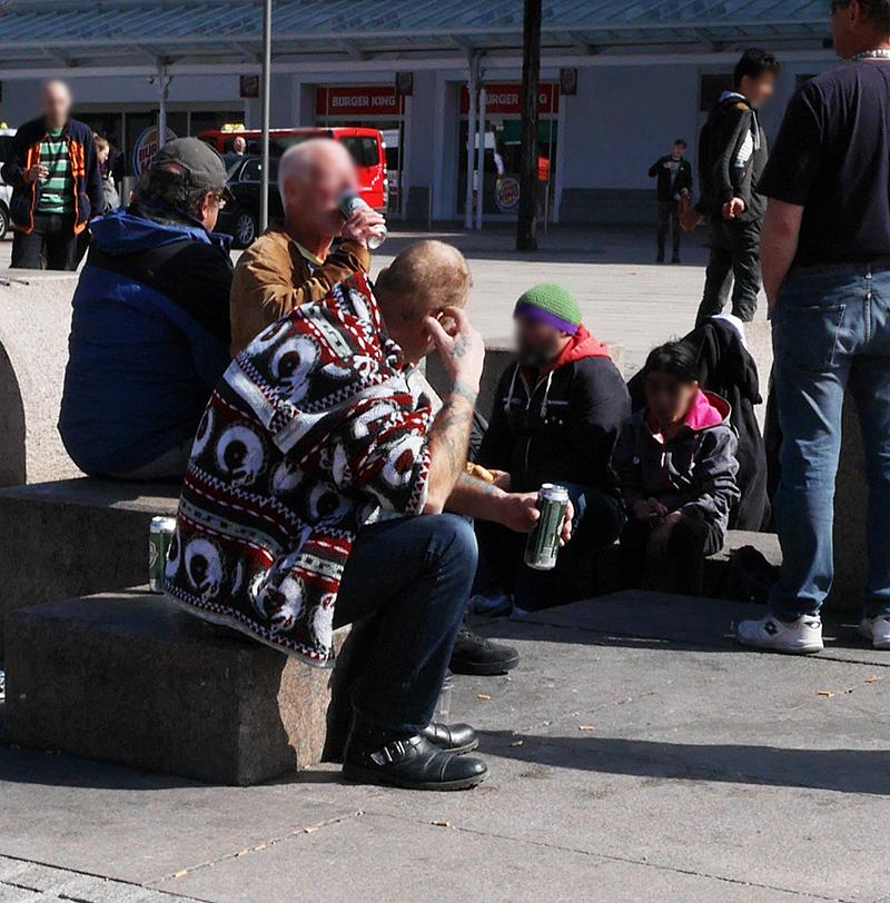 Bahnhofsvorplatz Hauptbahnhof Salzburg soziale Probleme