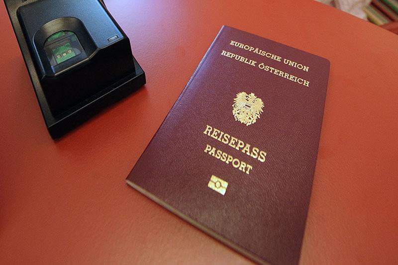 Reisepass mit Fingerabdrucklesegerät