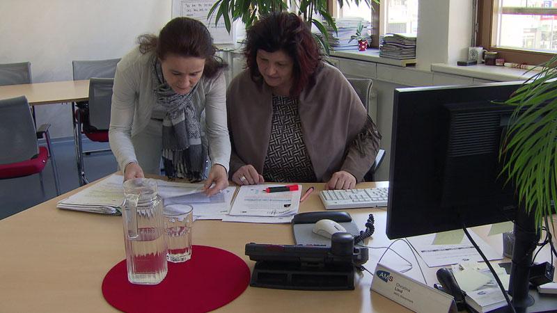 Frauen arbeiten in Büro