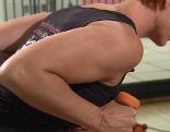 Karin Prior zeigt Übung für straffe Oberarme