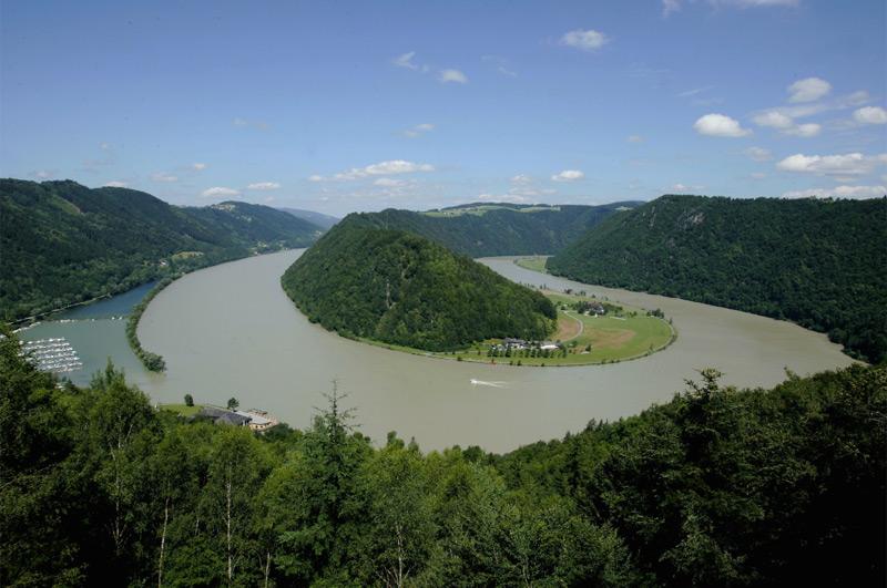 Die Schlögener Donauschlinge als Schauplatz der Naturschauspiele im Donauraum