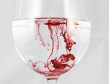Blut in Weinglas