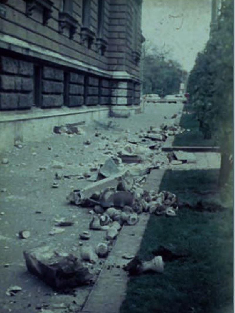 Rückseite der Universität Wien nach dem Beben in Seebenstein am 16. April 1972