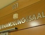 Schrift Verhandlungssaal im Landesgericht Wien
