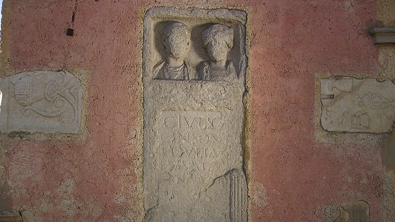 Zollfeld Prunnerkreuz Reliefs