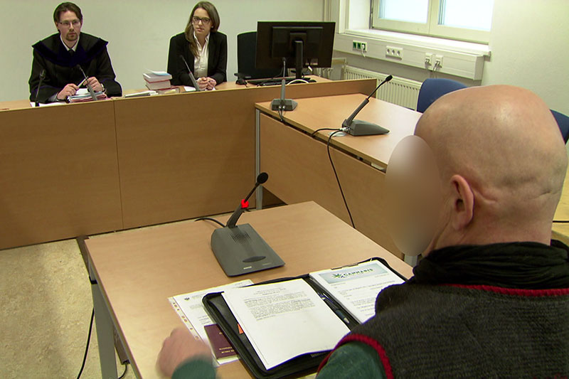 Der 58 Jährige Henndorfer, Obmann des Cannabis Social Club, bei Prozess vor Gericht