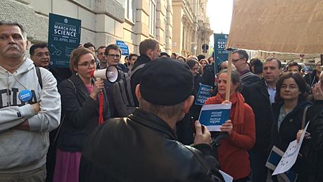 CEU tüntetés Bécs nagykövetség
