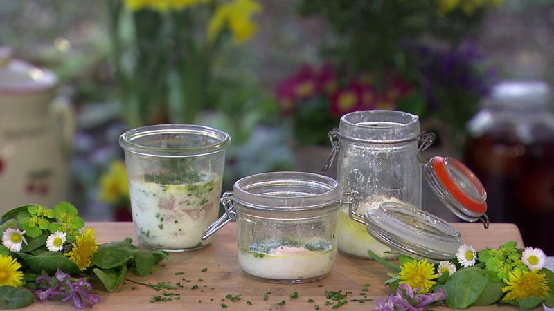 Drei Varianten von Eiern im Glas