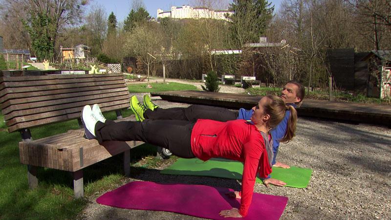 Eine Übung, die viele Muskelgruppen im Oberkörper stärkt