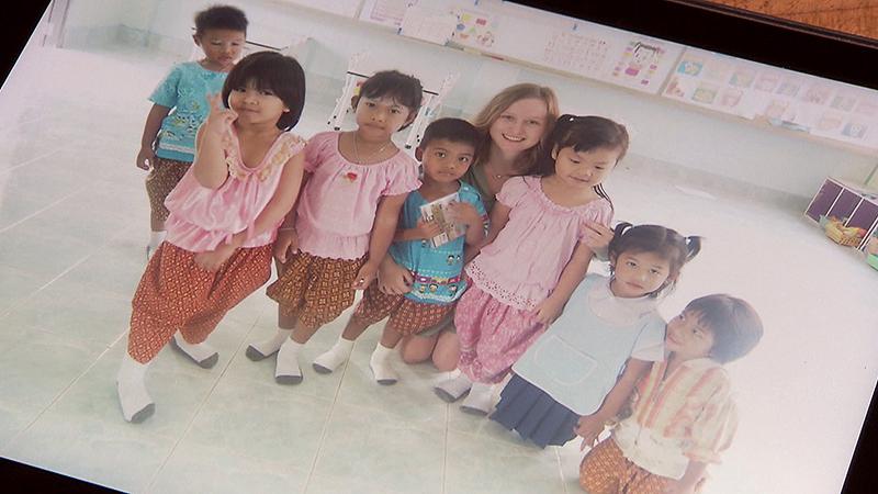 Lara Hahnekamp und ihre thailändischen Schülerinnen
