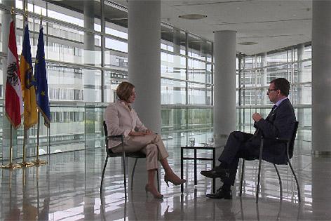 Johanna Mikl-Leitner beim Interview mit Robert Ziegler