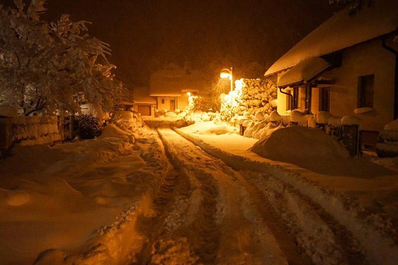 Ortschaft im Schnee