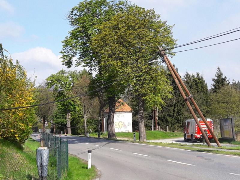 Umgestürzter Strommast