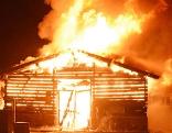 Brennender Stadel in der Nacht