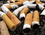 Zigaretten in Aschenbecher