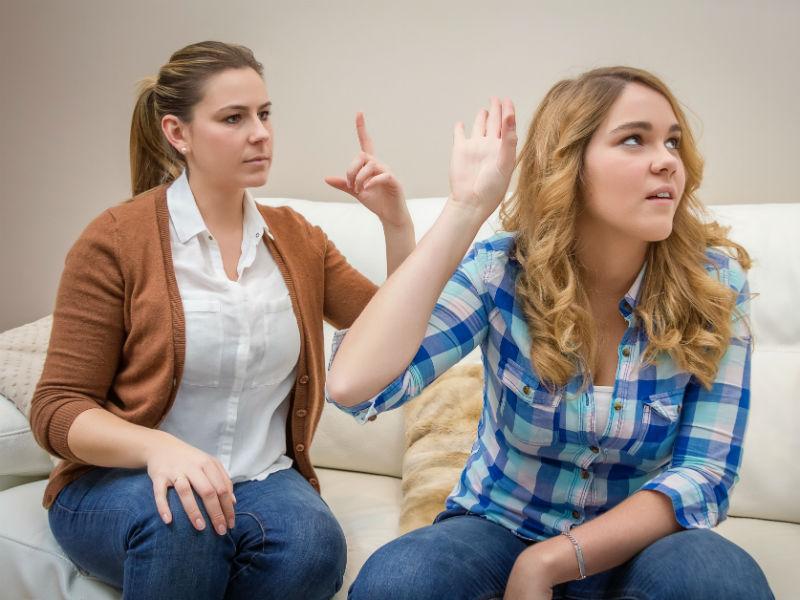 Mutter und Tochter streiten