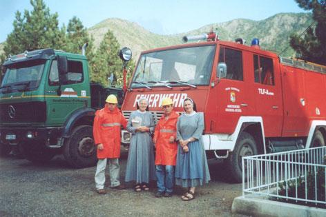 Übergabe eines Feuerwehrautos