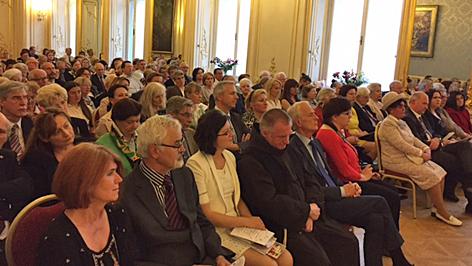 jótékonysági koncert nagykövetség