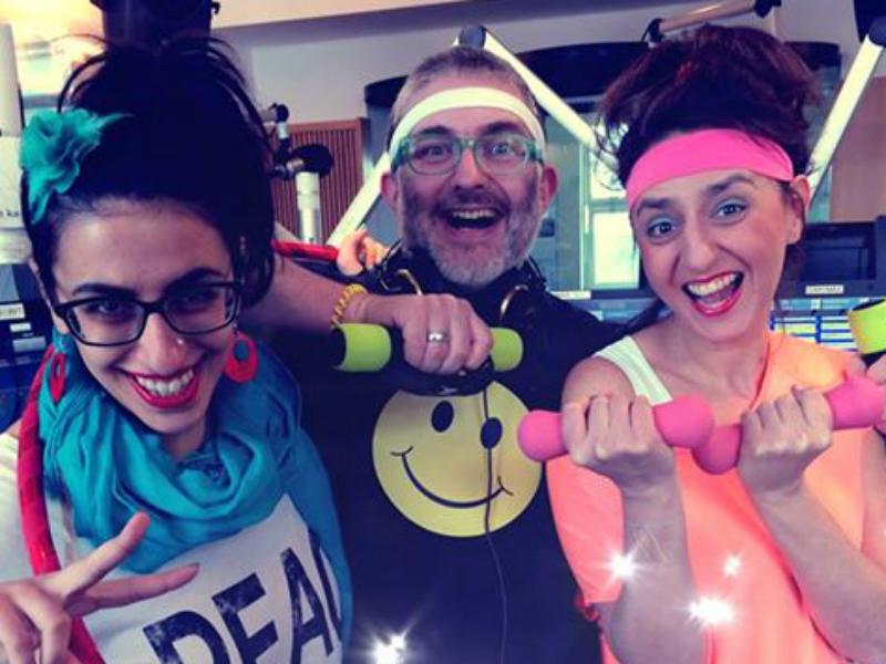 Leila Mahdavian, Hadschi Bankhofer und Jasmin Pourhassan machen 80er-Jahre-Aerobic