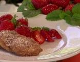 Gebackene Griestaler mit frischen Erdbeeren