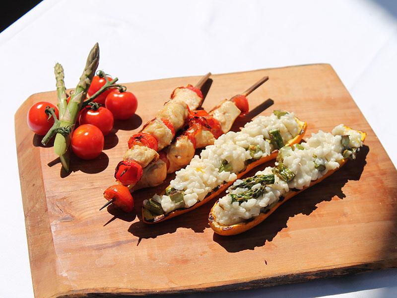 Grillzeit Zucchini gefüllt mit Kokos Spargelrisotto dazu Hendlbrust