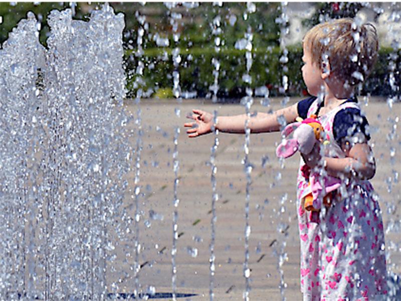 Mädchen Hitze Sommer Wasser