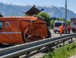 Zerstörtes ASFINAG Fahrzeug nach Unfall auf der A1