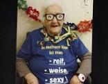 106 jährige Gretl Fröhlich mit Faschingsverkleidung