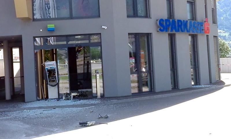 Unbekannte sprengten Bankomat in Osttirol