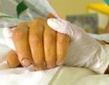 Pfleger Patient Hände