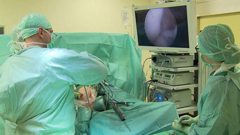 Knie wird operiert