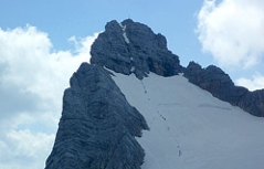 Gruppe von Alpinisten auf dem Dachstein