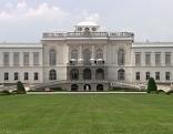 Fassade des Schlosses Kleßheim in Wals Siezenheim nach der Sanierung 2017