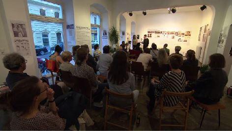 """Ausstellung """"Die Sprache war vor der Tat"""" von Marika Schmiedt in Wien"""